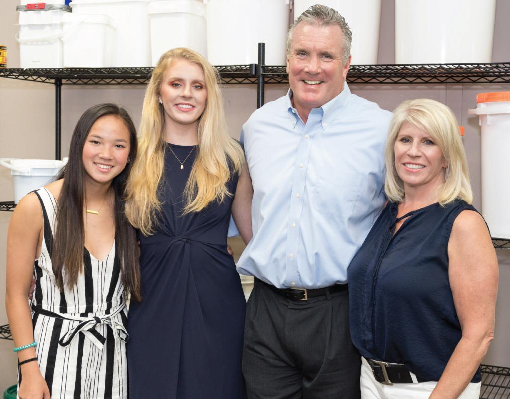 Glenn & Suzanne Morris with their family